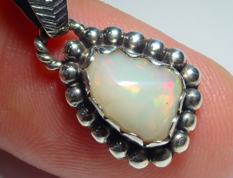 10ct Natural Ethiopian Welo Opal .925 Sterling Silver