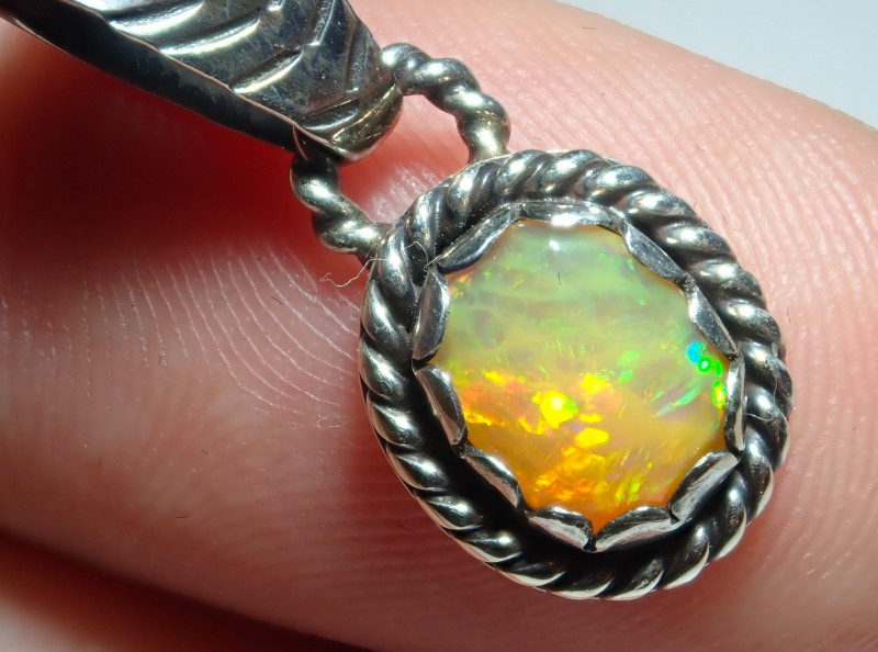 7.85ct Natural Ethiopian Welo Opal .925 Sterling Silver