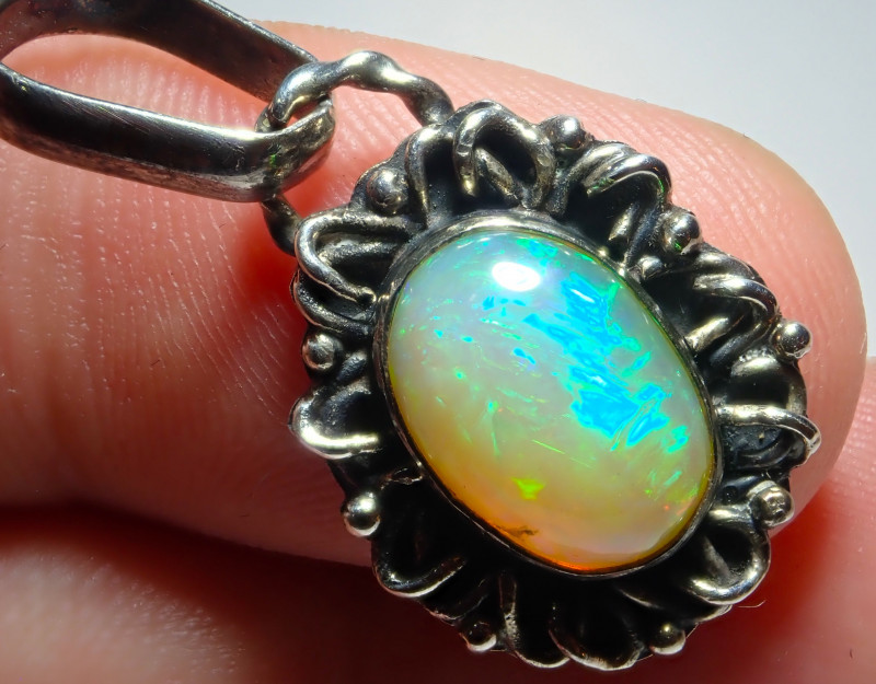 14.8ct Natural Ethiopian Welo Opal .925 Sterling Silver