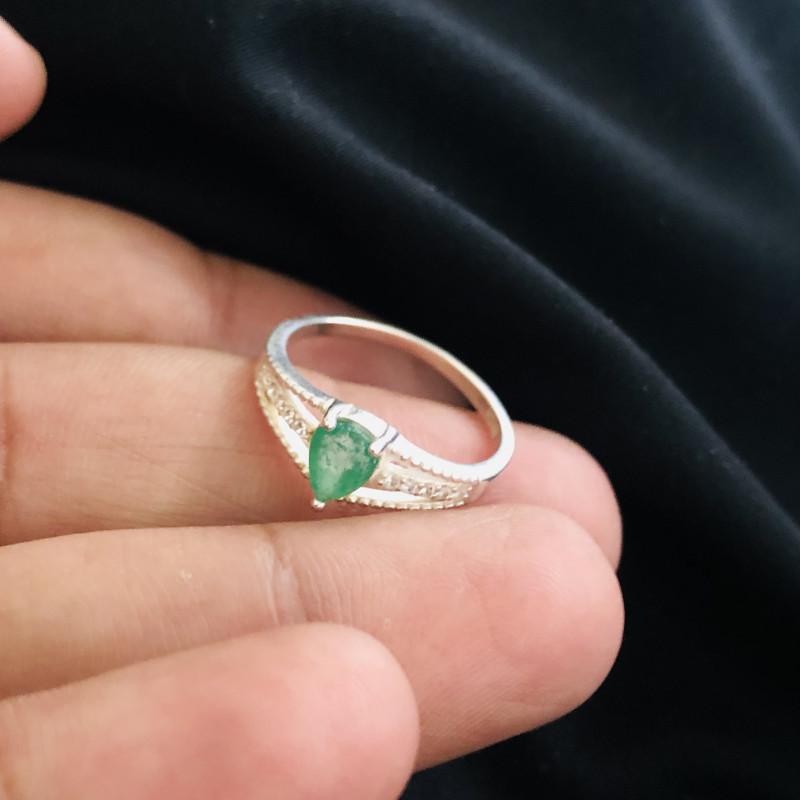 9.60 Carats Natural Emerald Silver Ring