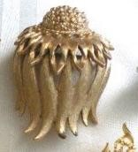 MONET VINTAGE PIN / BROOCH FORAL WHISPY FLOWING FLOWER GOLD