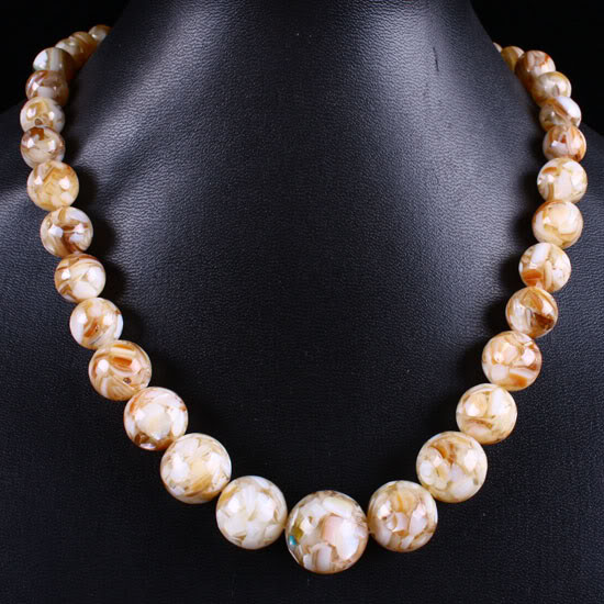 LOVELY  CREAM MOTHER OF PEARL  NECKLACE 354.00 CTW