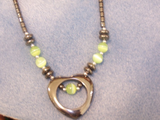 LOVELY HEMATITE CATS EYE NECKLACE - HEART SHAPED