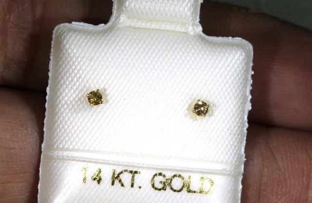 1.40 CTS DIAMOND EARRINGS SG-36
