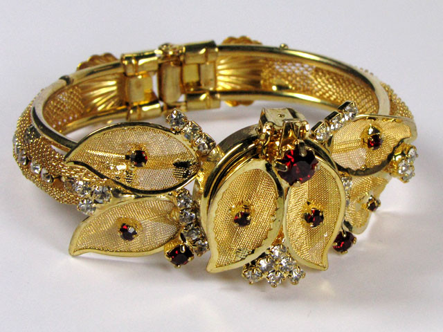 GOLD PLATED STYLISH DESIGN BRACELET  0612