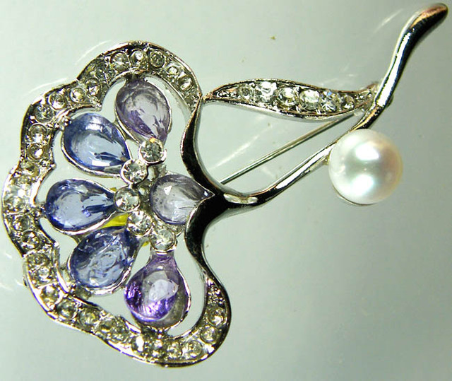 DESIGNED FRESHWATER PEARL PIN 62.1 CTS[SX11]
