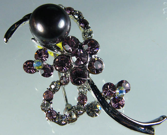 DESIGNED FRESHWATER PEARL PIN  35.8 CTS[SX31]
