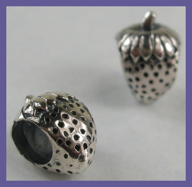 """""""BEAD CHARM - STERLING SILVER CUTE LITTLE STRAWBERRY"""""""