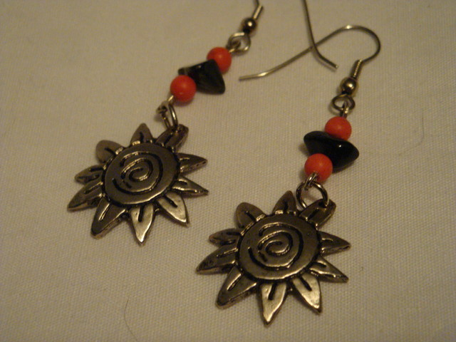 FASHION EARRINGS WITH RED CORAL AND BLACK ONYX