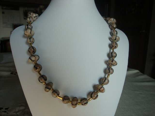 GLASS AND GOLD PLATE SPACERS NECKLACE