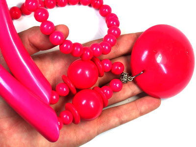 TRIBAL REPLICA   HOT PINK NECKLACE  TR48