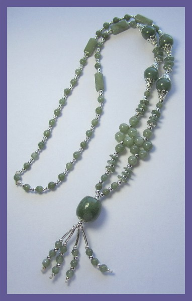 GORGEOUS GREEN AGATE/AVENTURINE & SILVERTONE NECKLACE