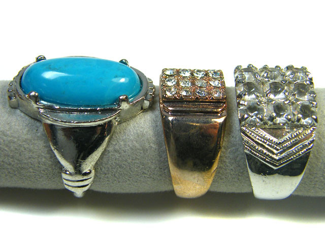RE SELLERS DEAL THREE RINGS SIZE 6.5   TR 805