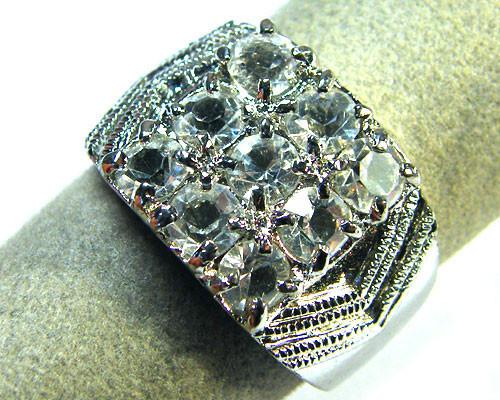 BEAUTIFUL STYLISH DIAMANTIE RING SIZE 8.5 TRML4