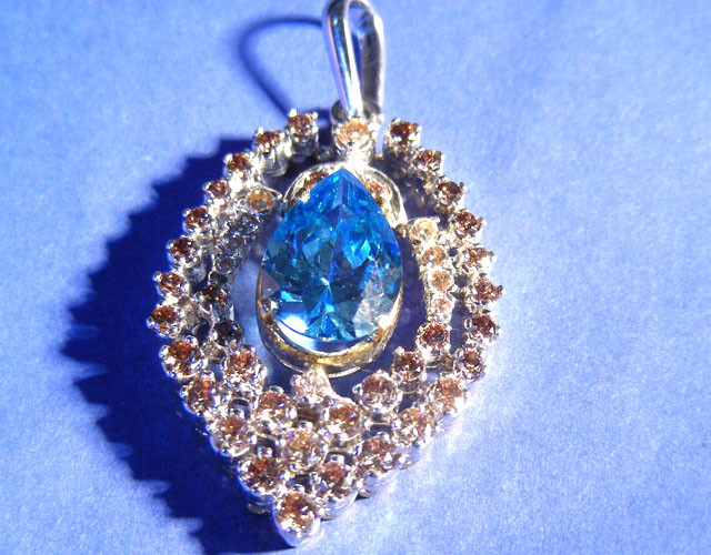 AQUAMARINE WITH YELLOW DIAMOND IN SILVER PENDANT 111138