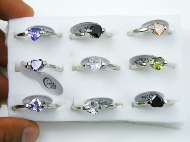 RESELLERS TRAY OF 9 HEART RINGS @ $2.50 PER RING AAT301