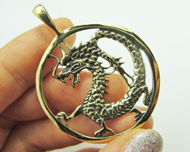 LEGENDS OF THE DRAGON PENDANT QT 644