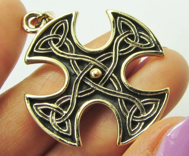BRONZE  CROSS PENDANT QT 678
