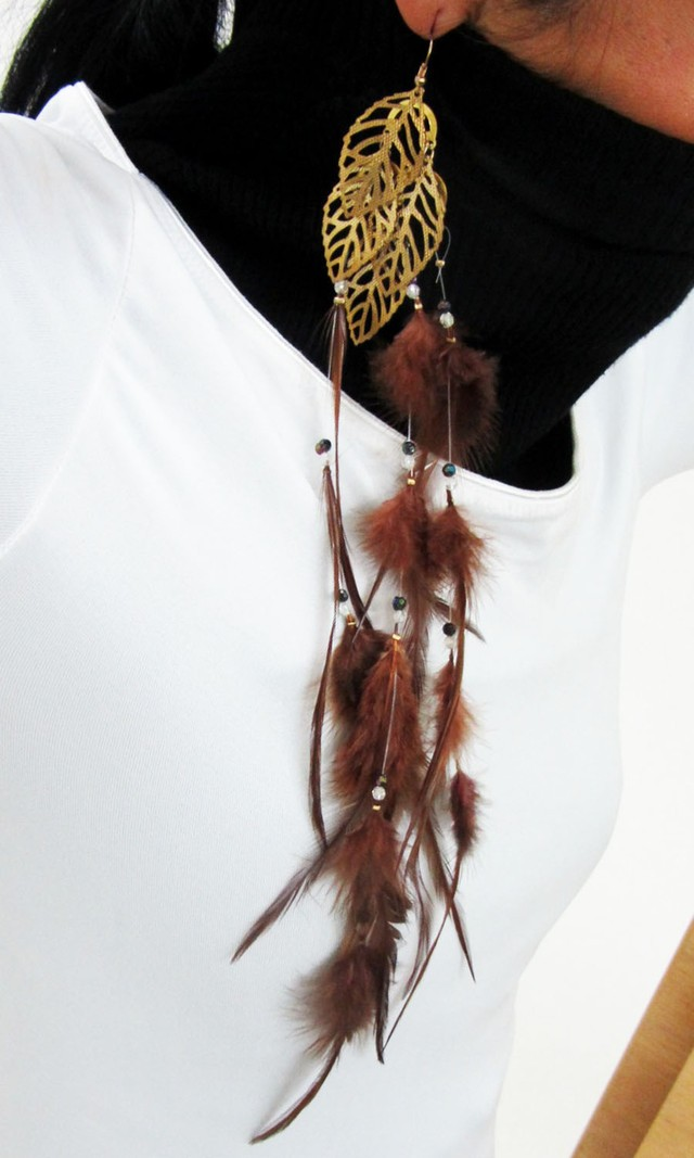 ONE LONG FEATHER EARRING QT 457