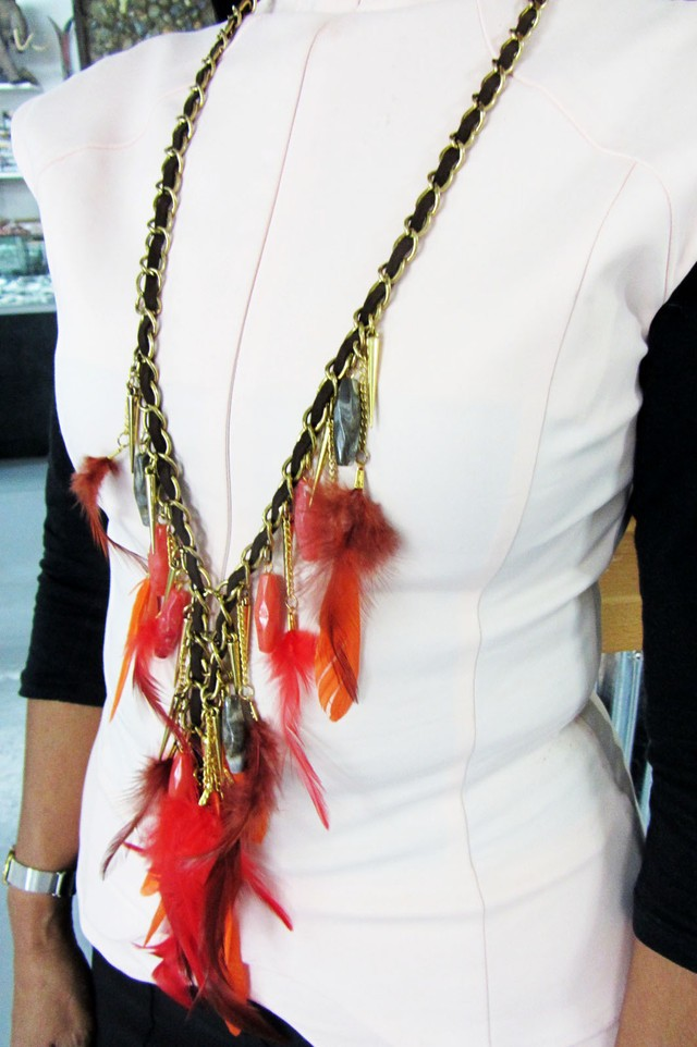EARTHLY FASHION FEATHER STYLE NECKLACE QT171