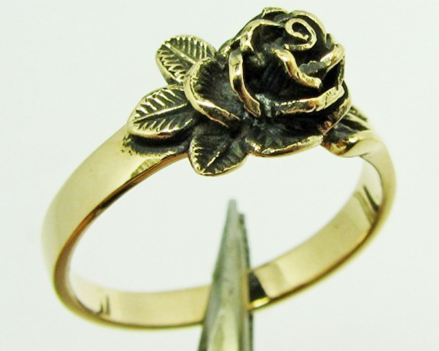 ROSE FLOWER BRONZE RING SIZE 7 QT704