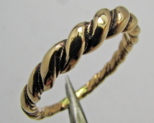 LARGE ROUND TWISTED BRONZE RING SIZE 16 QT 700