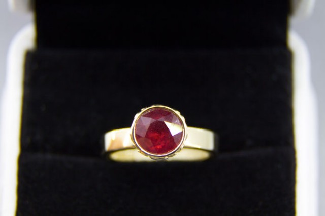 14k gold ring with 2.66 ct ruby. Ring size: 17 mm. Free shippeng.
