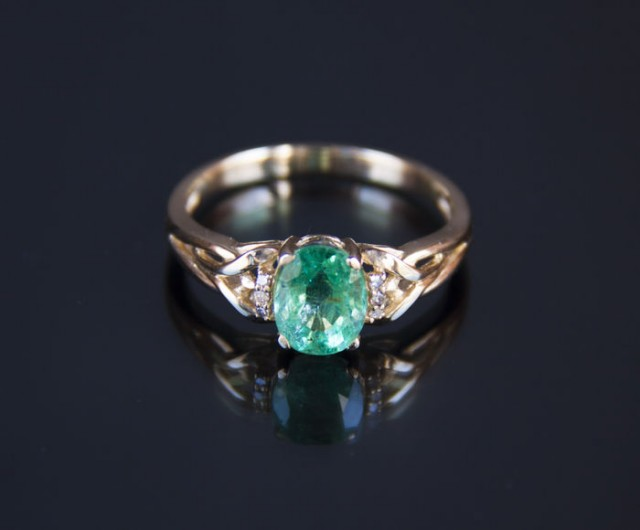 1.41 ct. emerald gold ring with diamonds. Free shipping.