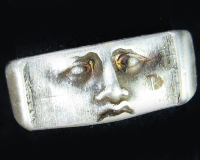 Face trapped in  Pewter Ring size us 7.5 PE25