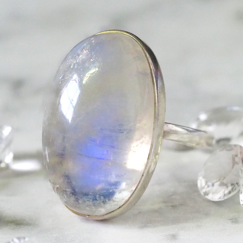 LARGE MOONSTONE SILVER RING  SIZE 7.5 T BU 679