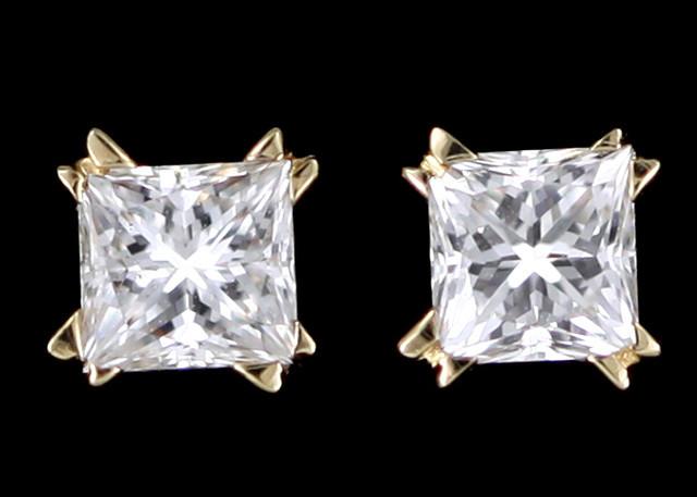 0.35 Cts Australian 18ct Gold Classic Diamond Earrings .35 ct JAO42