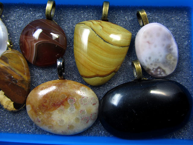 8 MIXED GEMSTONE PENDANTS-RE SELLERS PARCEL MYGM 503