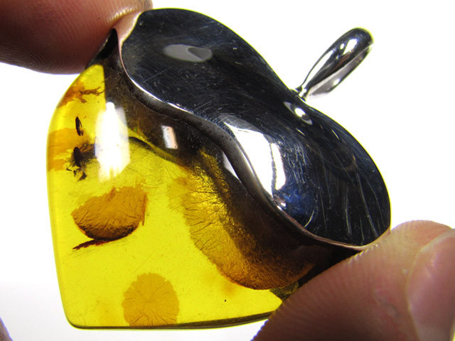 LOVERS BALTIC AMBER LARGE HEART PENDANT 59.25 TCW MYG 455