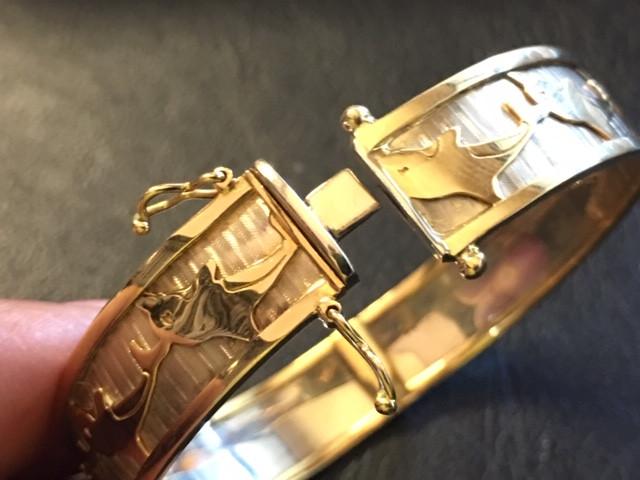 30.4 GRAMS BEAUTIFUL 18K GOLD DOLPHIN BANGLE 30.4 GRAMS GB8