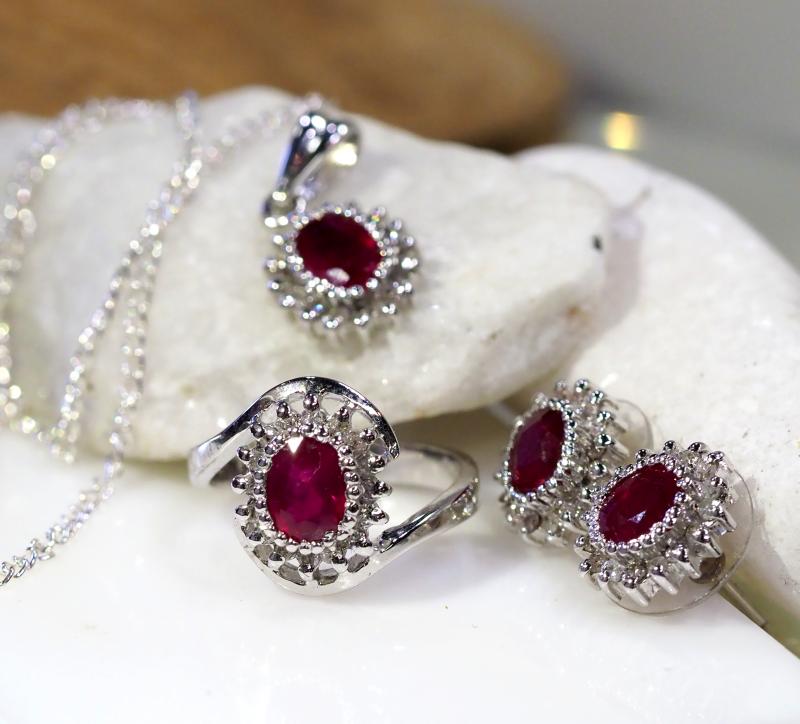 STUNNING RUBIES AND DIAMONDS  JEWELRY SET  90758
