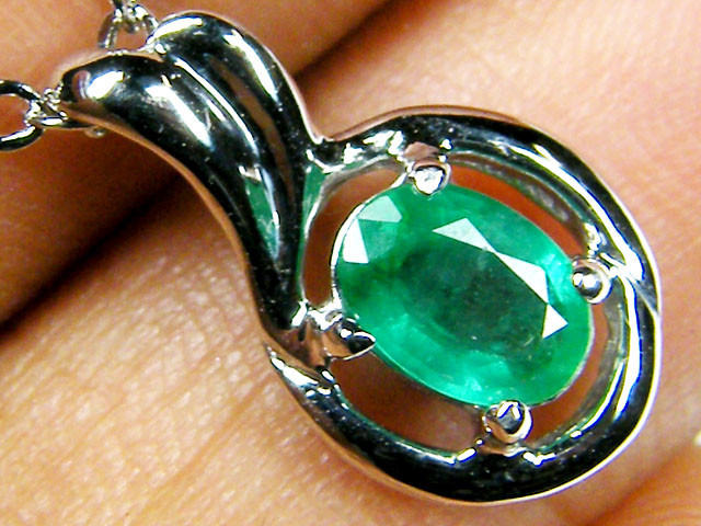 NATURAL EMERALD 14K WHITE GOLD PENDANT MYT 805