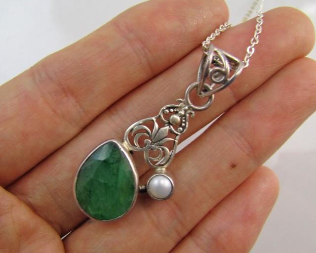 Swing Emerald & pearl set in silver Pendant MJA 1223