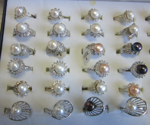 Parcel deal tray 36 mixed Pearl Rings P 122