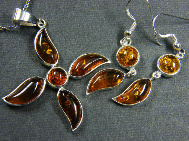 BALTIC AMBER SILVER PENDANT AND EARRING TCW 36.2MYG308
