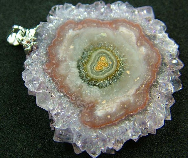 AMETHYST STALACTITE FLOWER WITH BAIL 61.9 CTS [ST4396 ]