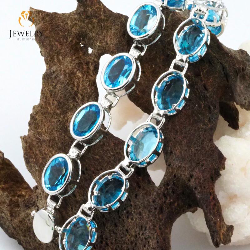 17 Blue Topaz Gemstones White Gold Bracelet - B 161 8050