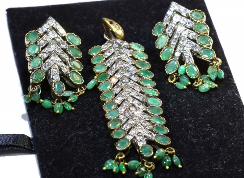 64CTS VINTAGE DESIGN EMERALD ZIRCON SET  SG-285