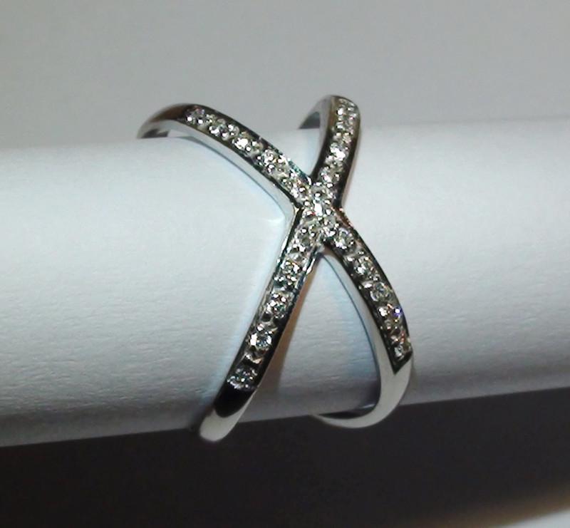 Modern 14 k Solid White Gold Genuine Diamond Ring