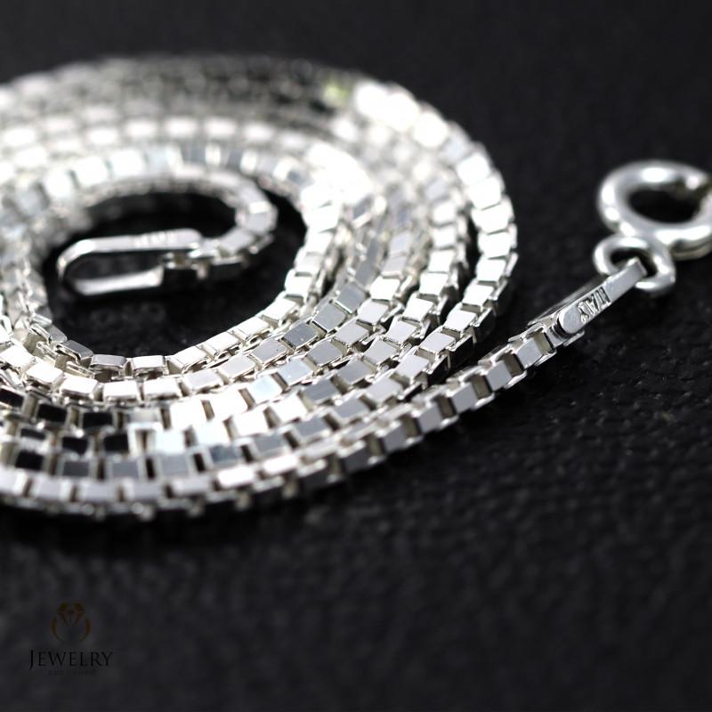 18 Inch, 45 cm1.3 x 1.2   mm Long Box  Silver chain . AM 994