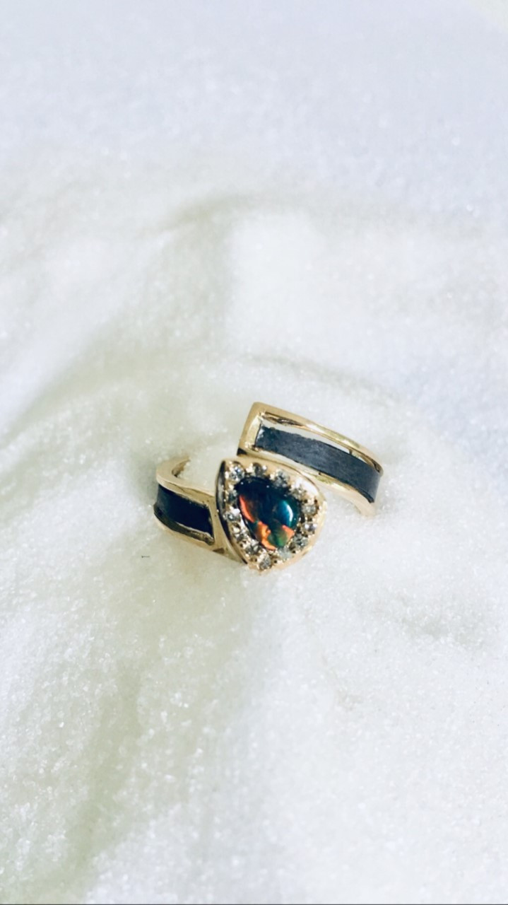 handmade ring in yellow gold and oxidized titanium with black opal and brilliants