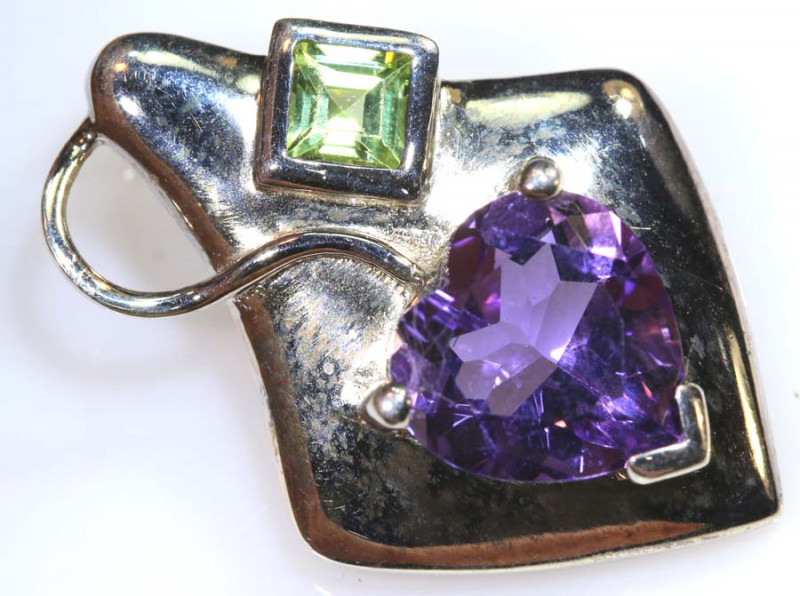 24 cts AMETHYST AND PERIDOT SILVER PENDANT TBJ-369