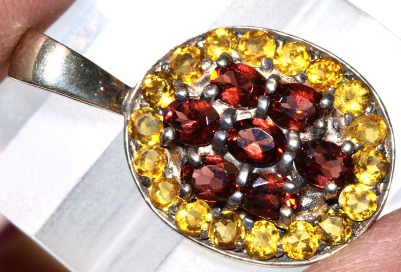 18.03 CTS -CITRINE  AND GARNET SILVER PENDANT  SG-2996