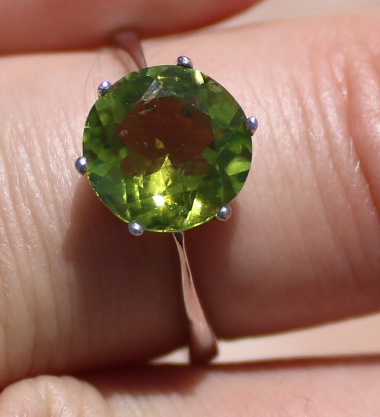 Peridot 3.15ct Rhodium Finish Solid 925 Sterling Silver Ring