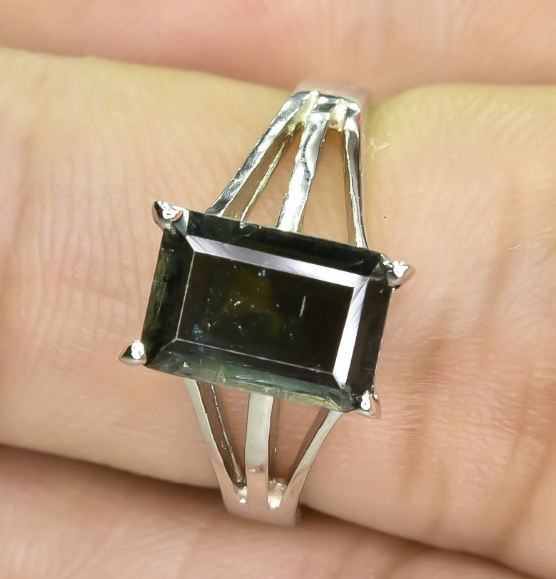 14.36 Crt Natural Tourmaline 925 Stearling  Silver Ring