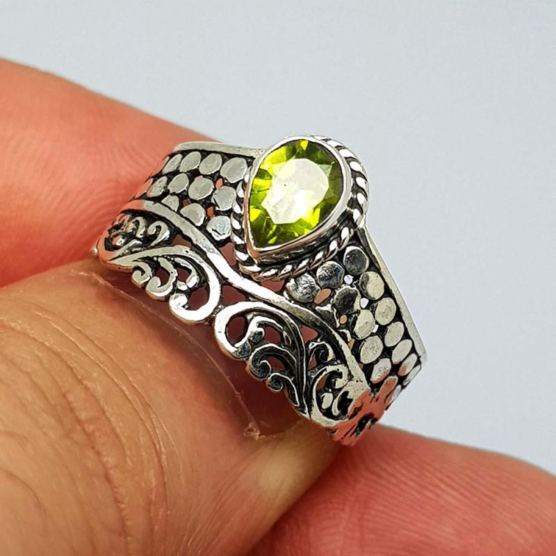 Natural Green Peridot 21.00 Carats 925 Silver Ring